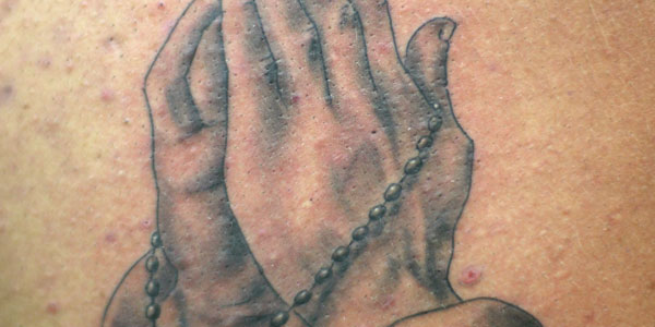 praying hands with rosary beads tattoo