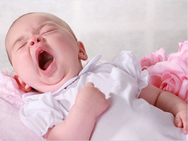 yawning baby 25 Adorable Baby Pictures Wallpapers