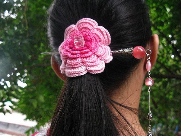black hair pink hairclip 30 Black Hair Styles Pictures