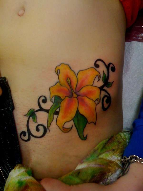 hip flower tattoo 15 Sexy Hip Tattoos