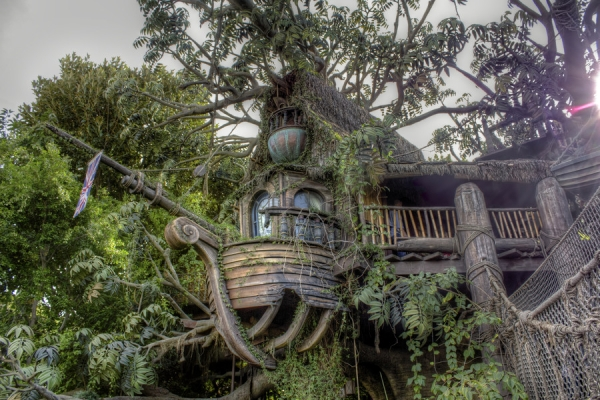 tree house 35 Amazing Pictures of Houses