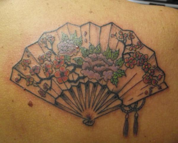 japanese fan 15 Japanese Tattoo Designs
