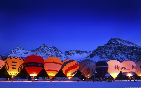 air balloon line up 25 Colorful Pictures of Balloons