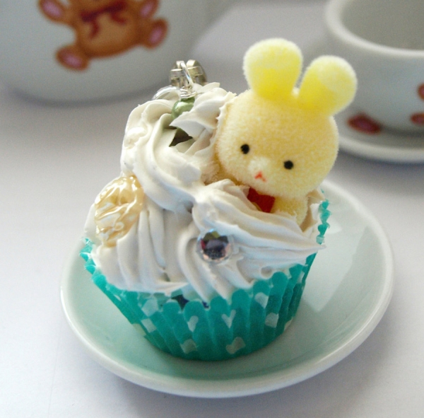 yellow bunny cupcake 30 Yummy Cupcake Designs