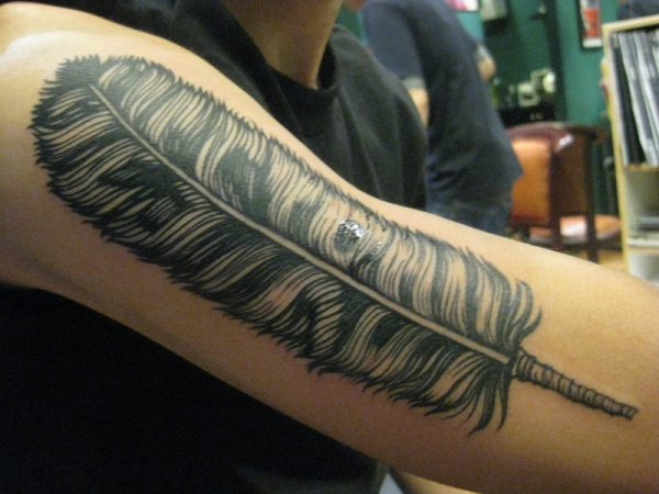 big feather 25 Adorable Feather Tattoos