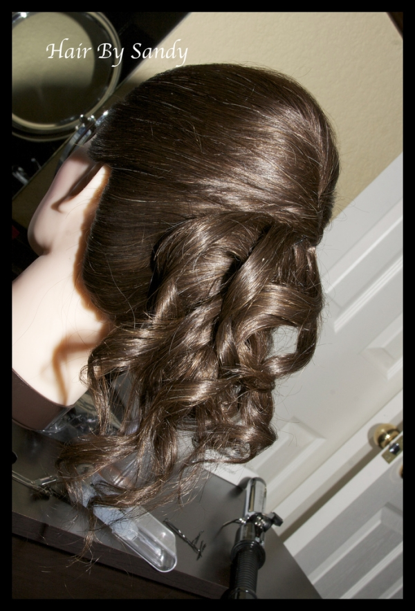 Half Up Half Down Hairstyles 27 Awesome Examples Slodive