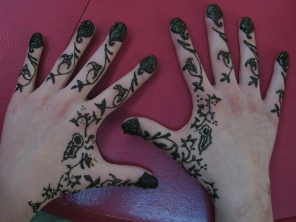 finger nail henna 25 Excellent Henna Tattoo Designs