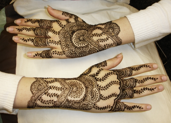 Outer Hand Henna