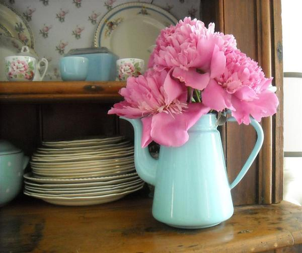 peonies on dresser 40 Awesome Kitchen Decorating Ideas Pictures