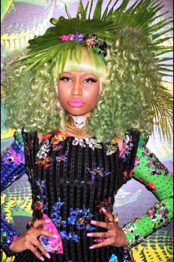 Nicki Minaj Hair Decorated With Leaves