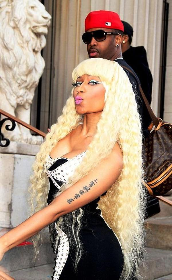 Nicki Minaj Long Swinging Hair