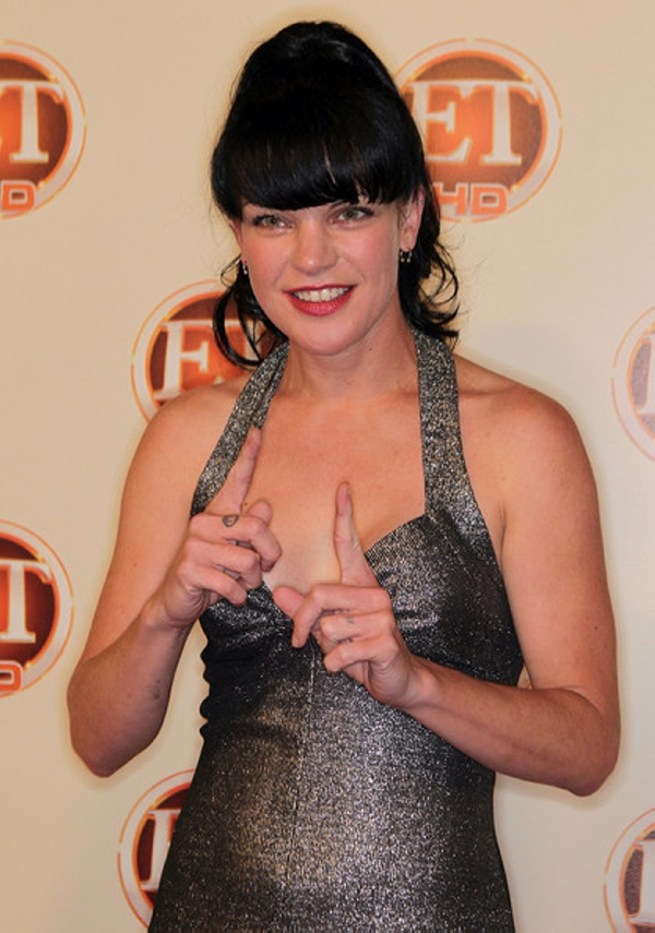 Pauley Perrette Finger Tattoo