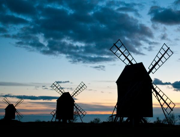 windmill at dusk 50 Pretty Backgrounds You Cant Afford To Miss