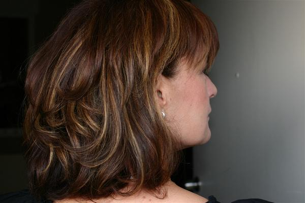 short wavy hair that are to the neck length on the back and a short