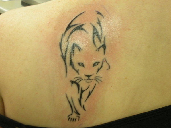 rawr a tattoo 25 Awesome Shoulder Blade Tattoos
