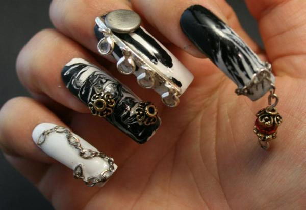 3D Nail Art In Black And White