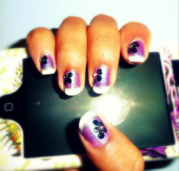 Purple Shaded Black Flower Nails