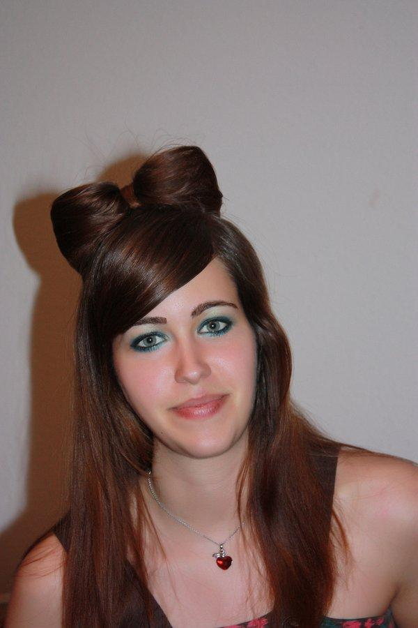 40 gorgeous easy hairstyles for long hair slodive hair bow style urmus Choice Image