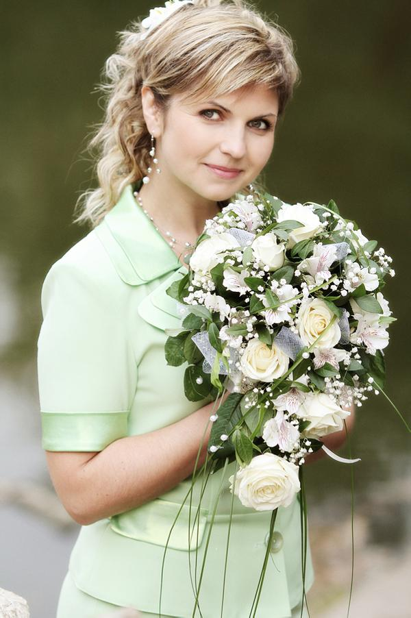 lady with flowers 30 Beautiful Half Up Half Down Wedding Hairstyles
