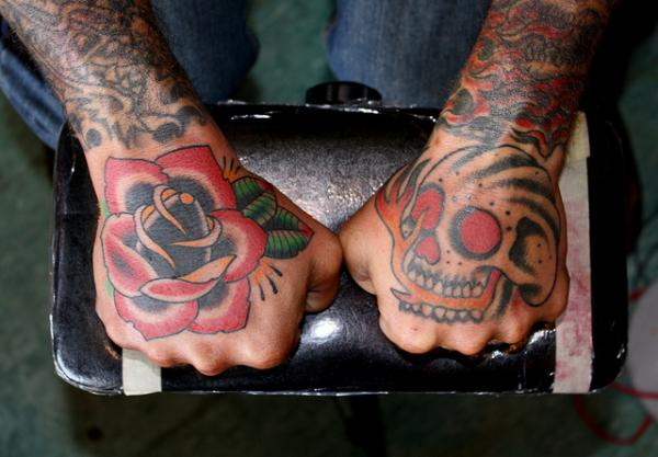 rose n skull 40 Awesome Hand Tattoos