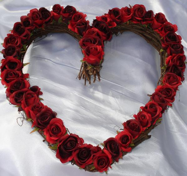 red%20rose%20heart%20wreath%2030%20Brilliant%20Pictures%20of%20Hearts%20And%20Roses