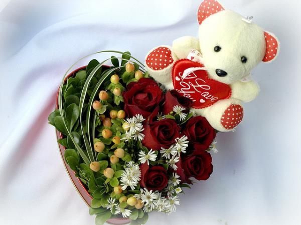 rose heart with teddy bear 30 Brilliant Pictures of Hearts And Roses