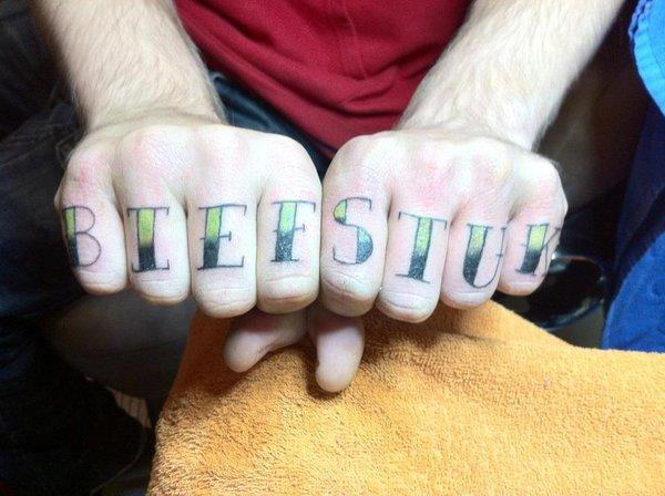 Biefstuk Knuckle Tattoo