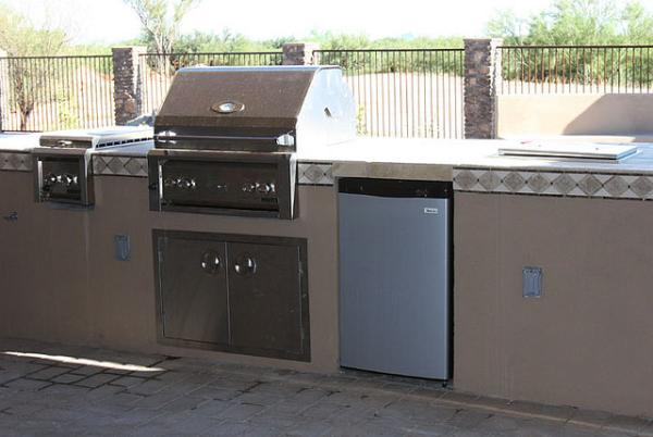 Full Outdoor Kitchen