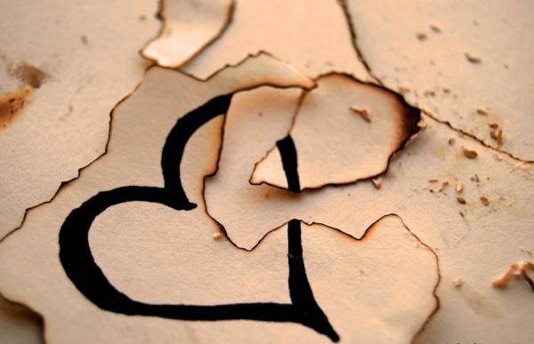 broken n burnt paper heart 35 Pictures Of Broken Hearts To Make You Feel The Pain