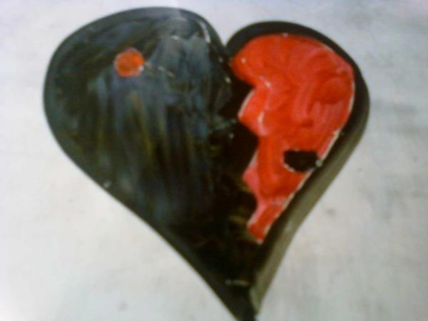 ying yang broken heart 35 Pictures Of Broken Hearts To Make You Feel The Pain