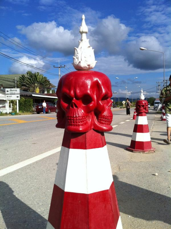 traffic pilon 30 Chilling Pictures of Skulls