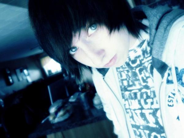 baby blue 25 Groovy Short Emo Hairstyles