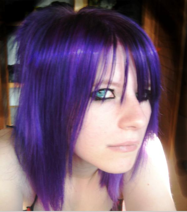 purple highlights 25 Groovy Short Emo Hairstyles