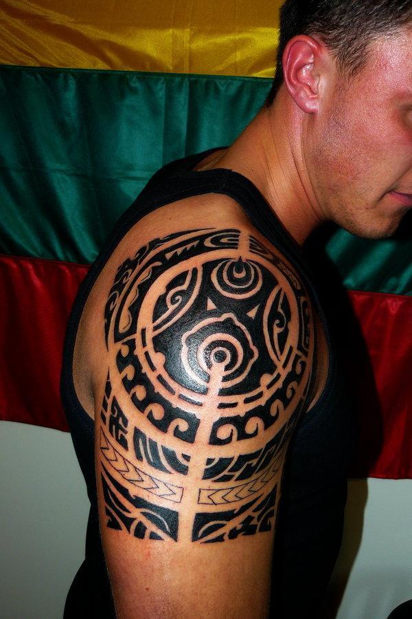 polynesian style tribal 30 Marvelous Shoulder Tattoos For Guys