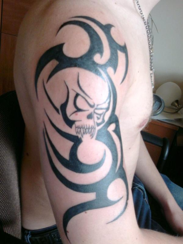 30 Groovy Tribal Arm Tattoos - SloDive