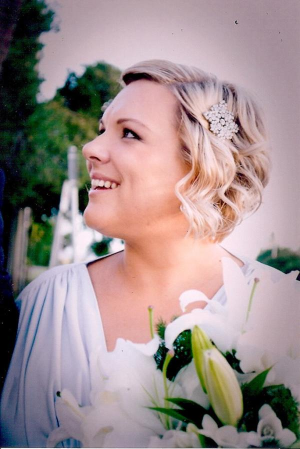 35 lovely wedding hairstyles for short hair slodive lady in white junglespirit Gallery