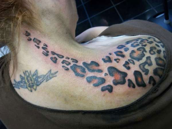 leopard print neck 25 Awesome Cheetah Print Tattoo Designs