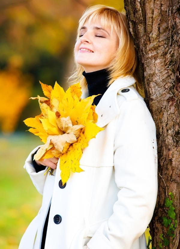 woman in autum park 40 Cute Easy Hairstyles You Can Definitely Try