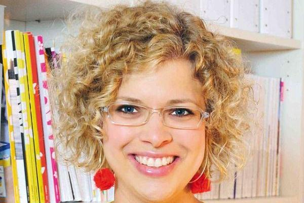 Swell 30 Cute Hairstyles For Curly Hair Which Looks Exotic Slodive Hairstyles For Women Draintrainus