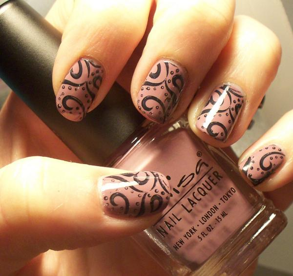 45 cute nail designs you will definitely love slodive bold swirls prinsesfo Choice Image