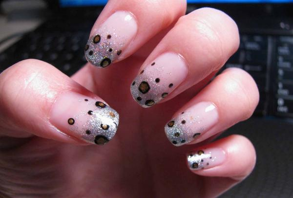 fade and dots 45 Cute Nail Designs You Will Definitely Love