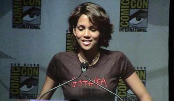 blowing halle 30 Sexy Halle Berry Hairstyles