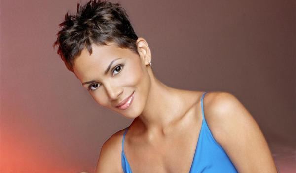 30 sexy halle berry hairstyles slodive hally berry short hair urmus Image collections