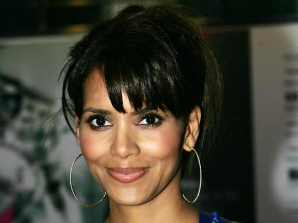 hally berry updo 30 Sexy Halle Berry Hairstyles