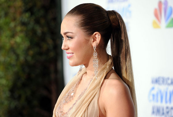 american giving award 30 Miley Cyrus Hairstyles Which Look Awesome