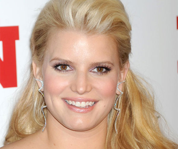 jessica simpson hairstyle 30 Striking Best Hairstyles For Round Faces