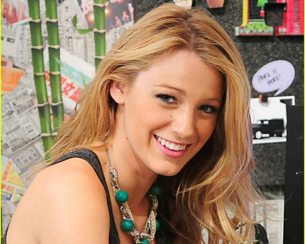 Blake Lively Wavy Medium Hair