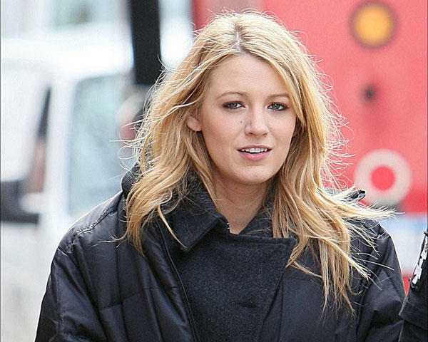 open hair 25 Sexy Blake Lively Hairstyles