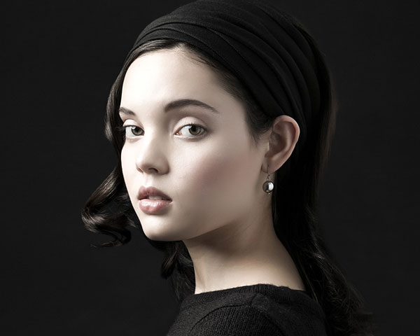 girl with earring 30 Cute And Easy Hairstyles To Make You Look More Beautiful