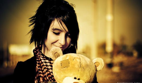 just smile 45 Groovy Emo Hairstyles For Girls